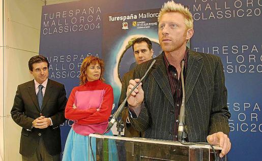 Jaume Matas, Ágata Ruiz de la Prada, Joan Flaquer y Boris Becker, en Fitur 2004.