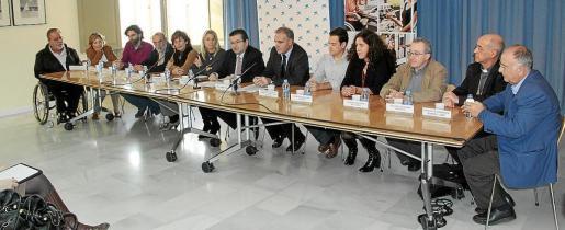 Momento de la firma de la renovación del convenio entre las entidades y La Caixa.