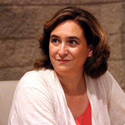La entidad Abogados Catalanes por la Constitución subraya en su escrito que tanto Colau como el resto de denunciados han mantenido «estrechos lazos personales y profesionales» con estas entidades antes de ocupar sus cargos.