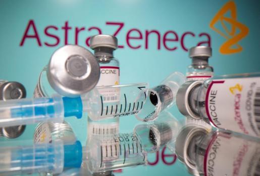 La suspensión temporal de la vacunación en España con AstraZeneca ha generado muchas dudas entre la población.