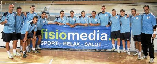 Imagen de toda la plantilla del Fisiomedia Manacor, que regresa al parquet del Palma Arena.