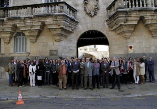 Imagen de la concentración de jueces y fiscales celebrada hoy frente al TSJIB de Palma.
