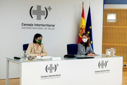 La ministra de Sanidad, Carolina Darias, y María Jesús Lamas, directora de la Agencia Española de Medicamentos y Productos Sanitarios.