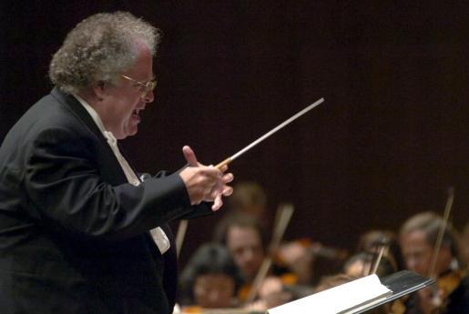 James Levine dirigiendo la Boston Symphony Orchestra.