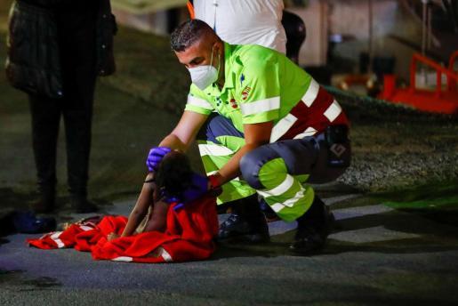 La pequeña era una de las 10 personas, entre ellas seis niños y una mujer embarazada, que tuvieron que ser trasladadas al hospital.