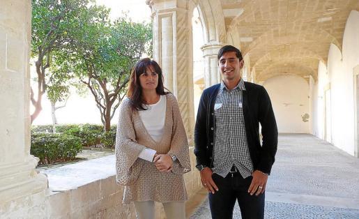 Los regidores Francisca Rufiandis y Roberto Flores, ayer, en el Claustre de Sant Vicenç Ferrer.