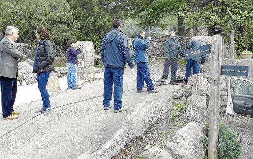 El pasado miércoles los operarios del Consell retiraron la barrera del Govern en Menut.