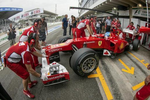 El piloto español de Ferrari Fernando Alonso, durante la sesión de entrenamientos libres.