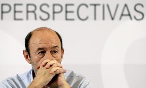El secretario General del PSOE, Alfredo Pérez Rubalcaba , durante a la clausura de la jornada 'Horizonte 2020: Perspectivas para la ciencia española'