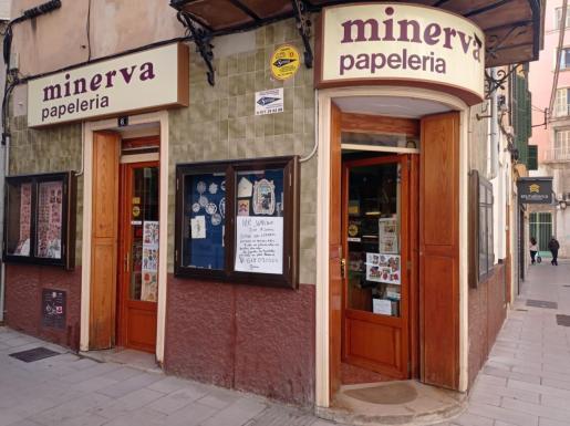 La papelería está ubicada en la calle Velazquez.