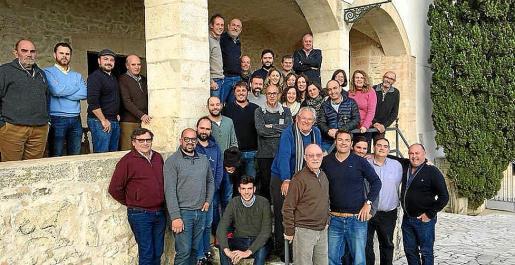 Imagen de archivo de los bodegueros y viticultores miembros de 'Petits Cellers'.