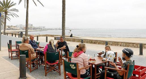 Imagen de archivo de una terraza en la playa.