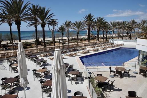 Imagen del interior de un hotel en la Playa de Palma, que ya se prepara para abrir.