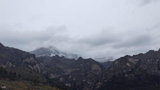 Imagen de la nieve, en la Serra de Tramuntana, tomada desde la carretera de Lluc.