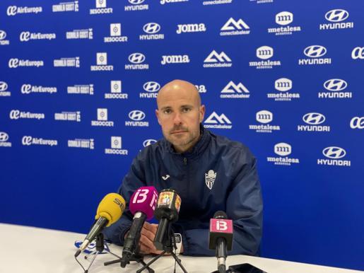 Imagen del entrenador del Atlético Baleares, Xavi Calm, durante la rueda de prensa previa al partido ante el Getafe B en el Estadi Balear.