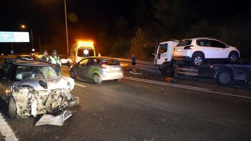 El Mini de la acusada quedó destrozado tras el accidente.