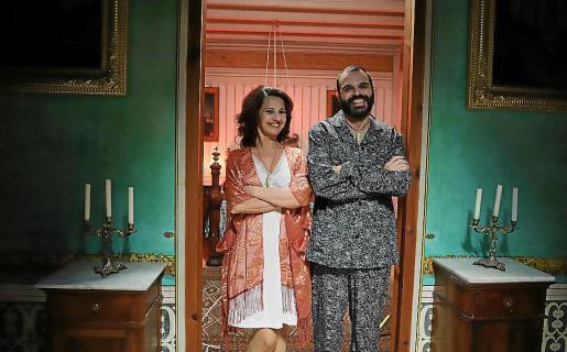 Alexandra Palomo y Sergi Baos son Sara y Ramón Mal, un matrimonio vampírico.