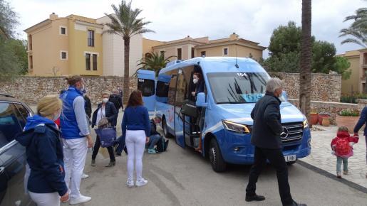 Para atender a todos estos turistas, el establecimiento ubicado en Cala Ferrera (Felanitx) y gestionado por el tour operador alemán TUI ha contratado ya a casi 200 empleados, cifra que irá aumentando a medida que lleguen más clientes.