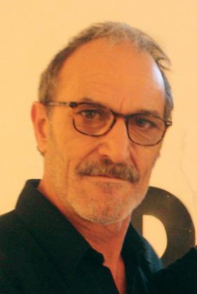 En 1996 fue director del desaparecido diario 'La Voz de Baleares' y formó parte de gabinetes de comunicación de diversas instituciones.