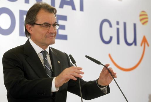 Artur Mas, con cara de circunstancias en su comparecencia tras conocer los resultados de las elecciones.