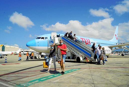 La aerolínea del grupo TUI dejó de volar a Son Sant Joan en octubre pasando y reinicia hoy sus operaciones por la pandemia. TUI, son sede en Hannover, apuesta por Mallorca para toda la temporada 2021, tal y como señaló su CEO, Sebastian Ebel, en Palma hace unas semanas.