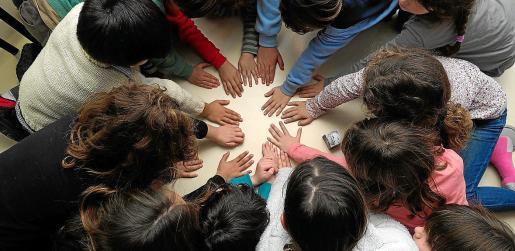 Los programas preventivos de la convivencia suponen prácticas de relación, comunicación y acogida dirigidas al bienestar personal y social del alumno. Todo ello, además, favorece el aprendizaje. Los centros dedican cada vez más horas a estos programas.