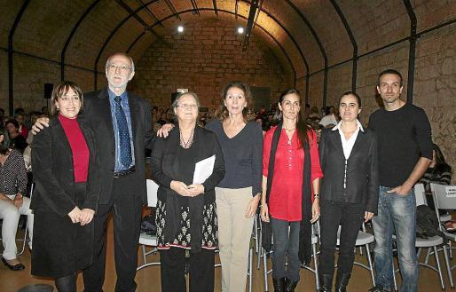 Izquierda: Dolors Mañé, Jordi Folgado, Anna Ferrer, Danielle Oliveras, María Llompart, Dunia Beltrán y Albert Uriach.