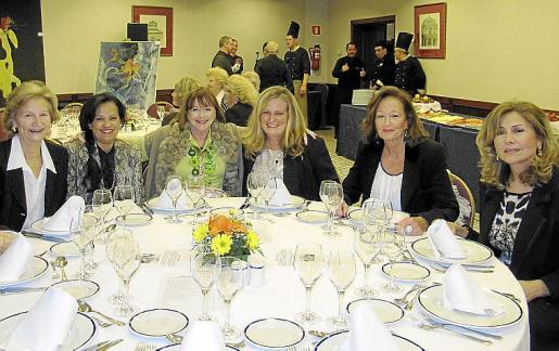 Maria Guada, Bolivia Chávez, Dominique Guinabert, Caridad Cancela, Carmen Corteza y Ana Salas.