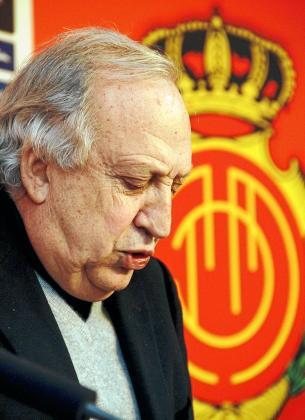 El presidente del Mallorca, Jaume Cladera, durante una reciente rueda de prensa en el estadio de Son Moix.