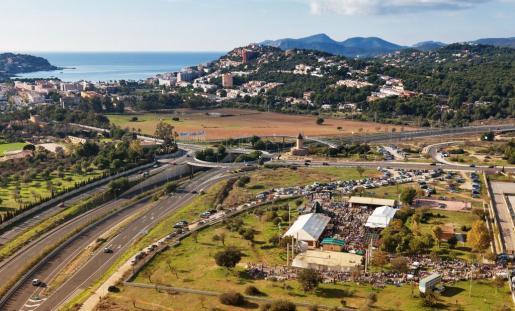 El mercadillo de Navidad está ubicado en Santa Ponça, en el recinto situado junto a la autovía y tiene un gran aparcamiento.