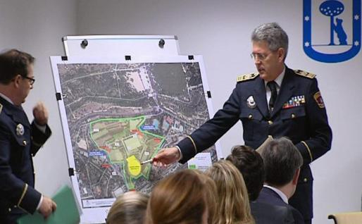 Imagen de televisión del inspector jefe de la Policía Municipal de Madrid, Emilio Monteagudo, durante la declaración que ha realizado hoy en la comisión de investigación que se ha iniciado en el Ayuntamiento de Madrid por los sucesos del Madrid Arena.