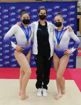 Ana Martín, Yolanda Llompart y Ainara Pérez, con las medallas.