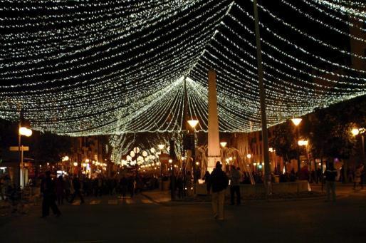 El alumbrado navideño ha sido encendido esta tarde en Palma.