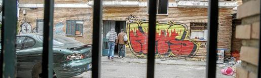 Una treintena de persona malviven en la zona de viviendas de la antigua prisión de Palma.