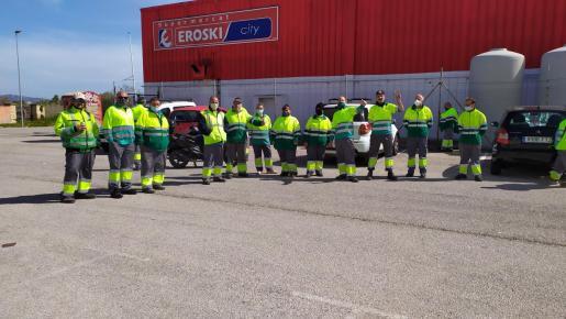 Los trabajadores de LUMSA volvieron a concentrarse este miércoles en el Port d'Alcúdia.