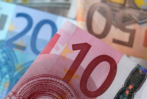 El euro osciló este jueves entre el máximo de los 1,1763 dólares y el mínimo de 1,1713.