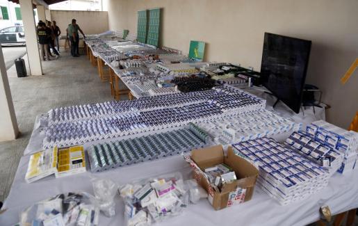 La Guardia Civil exhibió días después de los arrestos las miles de dosis incautadas.