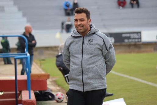Imagen del entrenador del Poblense, Óscar Troya.