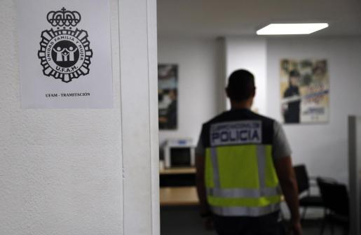 Agentes de la UFAM de la Policía Nacional llevan la investigación del caso.