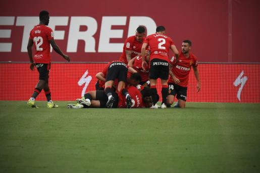 Los jugadores del Mallorca celebrando el gol de Raillo ante el Leganés.