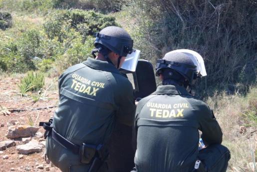 La Guardia Civil solicita a todo aquel que encuentre un artefacto con apariencia de ser un explosivo avise inmediatamente y no lo manipule.