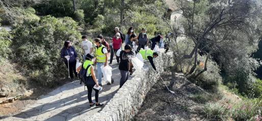 'Basuraleza' forma parte de las actividades de educación ambiental dirigidas a niños y vecinos de Palma.