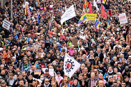 La mayor de las concentraciones tuvo lugar en Stuttgart (sur de Alemania), la ciudad donde en los meses pasados se desarrollaron marchas multitudinarias contra las medidas contra la covid-19.
