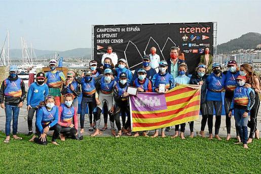 Los integrantes de la selección balear de Optimist, en Baiona.