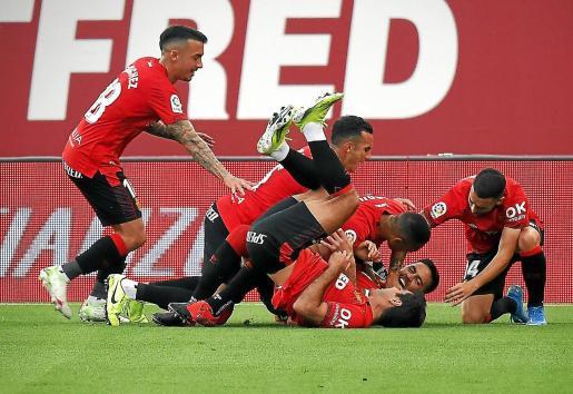 Los jugadores del Real Mallorca celebran el gol que anotó Raíllo ante el Leganés.