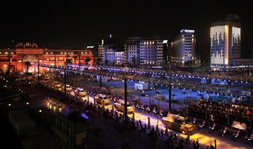 Imagen del desfile por las calles de El Cairo.