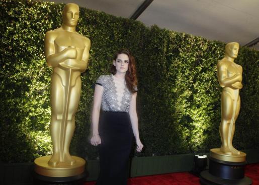 La actriz Kristen Stewart a su llegada a la Academia de las Artes y las Ciencias de Hollywood.