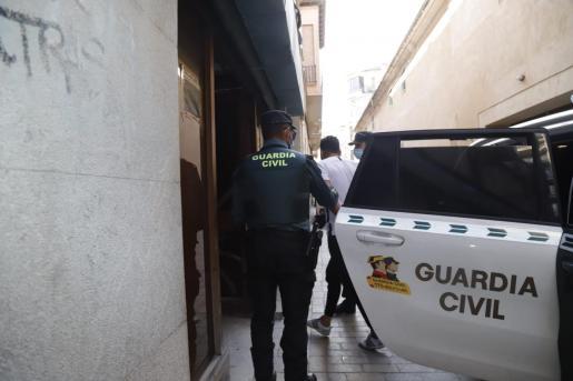 Los detenidos, a su llegada a los juzgados de Manacor este martes.