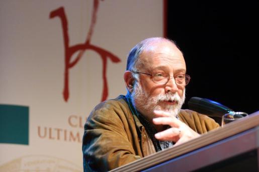 Arcadi Oliveres, en una conferencia del Club Ultima Hora en 2007.