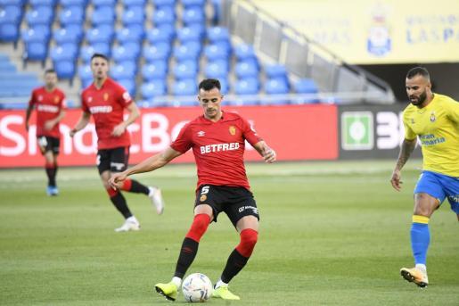 Franco Russo, defensa del Real Mallorca, durante el partido del pasado domingo contra Las Palmas en el estadio Gran Canaria.